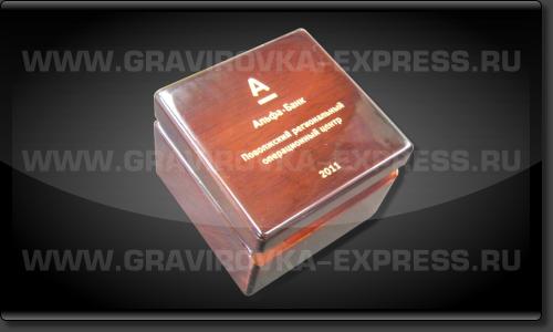 Лазерная гравировка на деревянной коробке