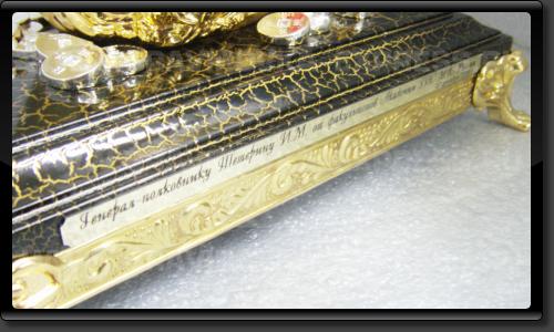 Шильд с надписью на сувенирах